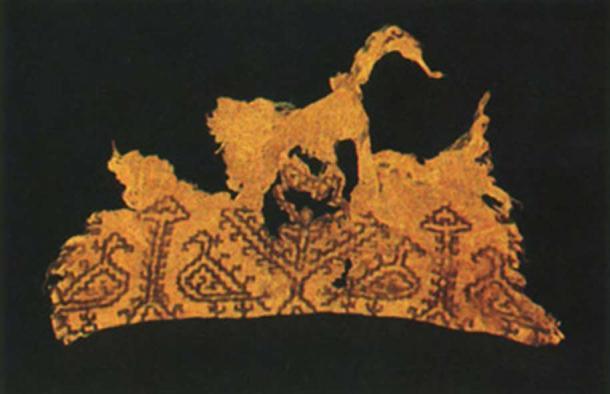 Una pieza de tela encontrada en Asi-al-Hadath Grotto. Cortesía de The Groupe d'Etudes et de Recherches Souterraines du Liban. (1990) (Uso legítimo)