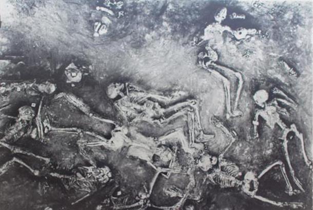 Pintura de los esqueletos encontrados en Mohenjo Daro. Fuente de la imagen: Wikimedia