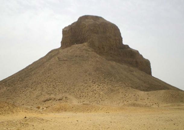 """La llamada """"Pirámide Negra"""", donde se descubrió la tumba de la princesa Hatshepset. (Tekisch / / CC BY-SA 3.0)"""