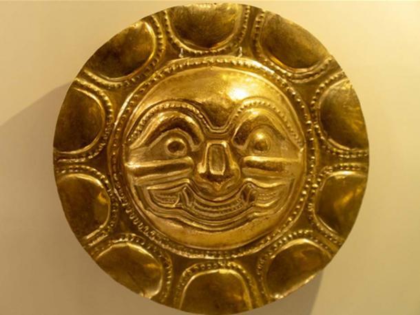 Placa de oro exhibida en el Museo del Oro, Bogotá.