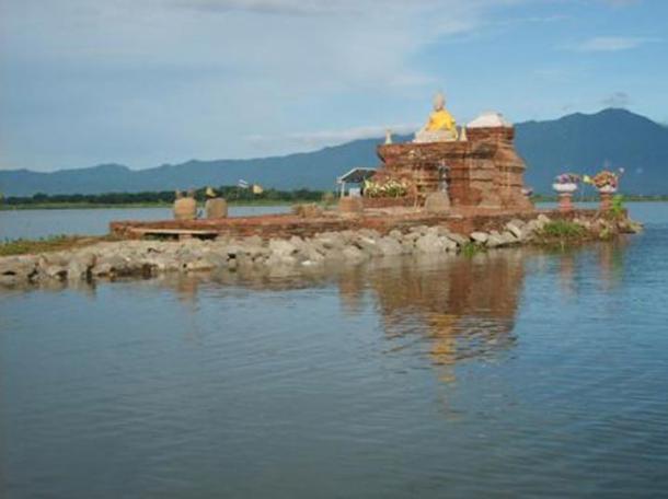 La plataforma sobre el Wat Tilok Aram