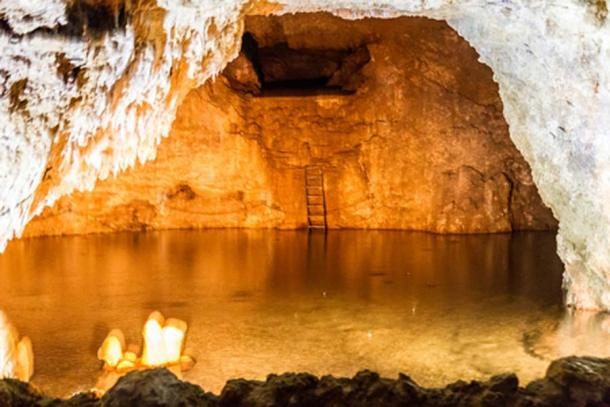 Piscina de agua cristalina, cueva de Harrison (CC BY-NC 2.0)