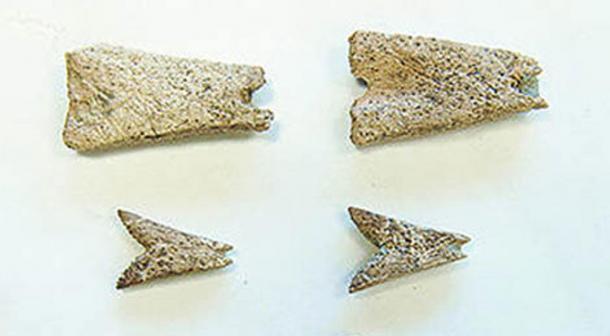Detalle, colgantes prehistóricos de hueso hallados en el sitio arqueológico de Mead en Alaska podrían ser los primeros ejemplos de artesanías en el norte de Norte América.
