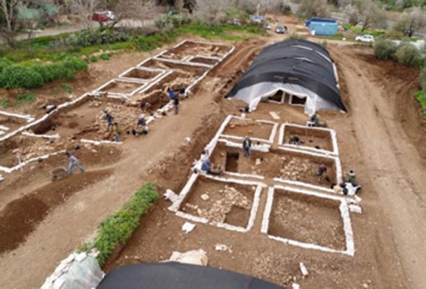 Trabajos de preservación y excavación en el yacimiento Neolítico de Motza. (Yaniv Berman, Autoridad de Antigüedades de Israel)