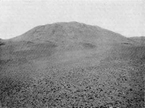 La pirámide de capas, ubicada dentro de la necrópolis de Zawiyet El Aryan. (Dominio público)