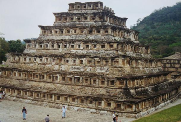 Pirámide de los nichos, El Tajín (Dominio público)