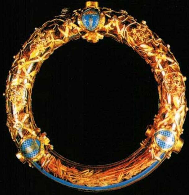 Reliquia de la corona de espinas, comprada por Luis IX de Baldwin II. Se conservó en la Notre Dame de Paris hasta el 15 de abril de 2019, cuando fue rescatado de un incendio en la catedral. (Gavigan / CC BY-SA 3.0 )