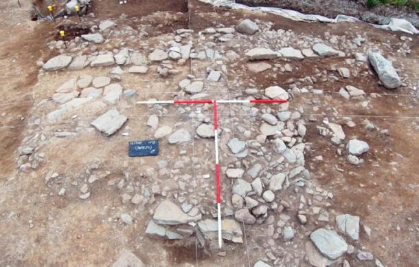 Restos de un edificio cuadrado de piedra desenterrado en Holy Island, del período galés-romano. (Fideicomiso Arqueológico de Gwynedd)