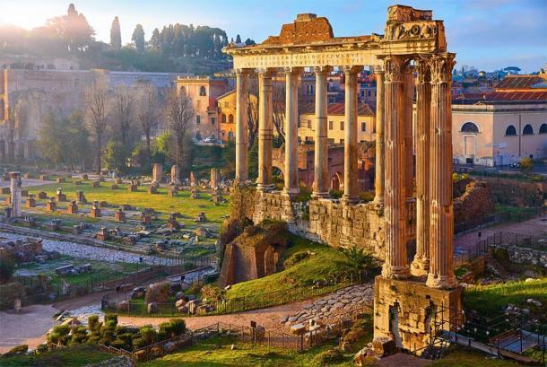 Restos del edificio más antiguo del Foro, el Templo de Saturno (Yasonya/ Adobe Stock)
