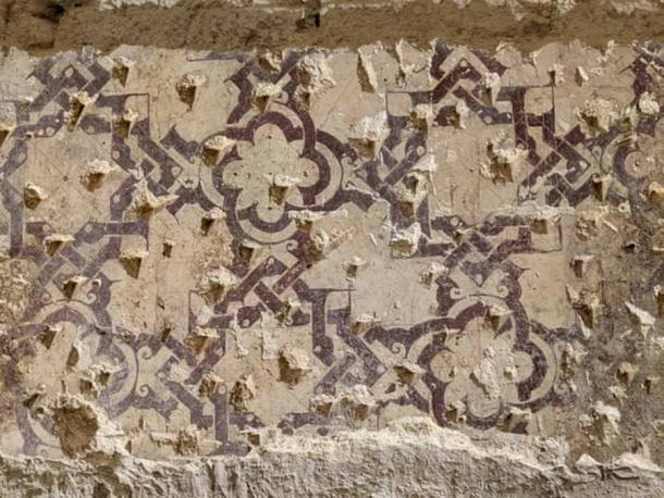 Las renovaciones dejaron al descubierto los restos de patrones geométricos y claraboyas que pertenecieron a esta antigua casa de baños sevillana. (Álvaro Jiménez)