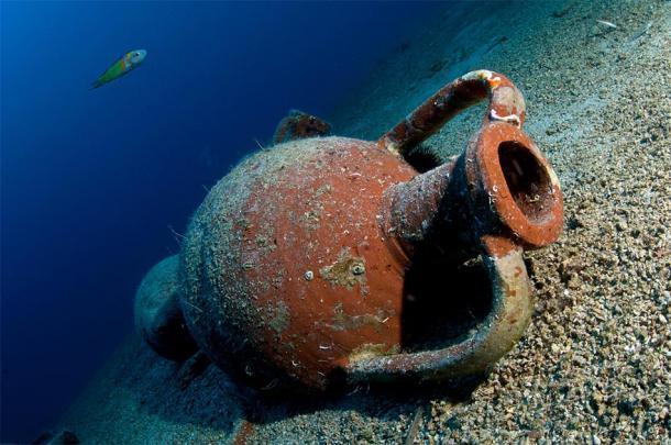 Representación de las ánforas descubiertas en las cuevas submarinas. Fuente: volkan/ Adobe Stock.