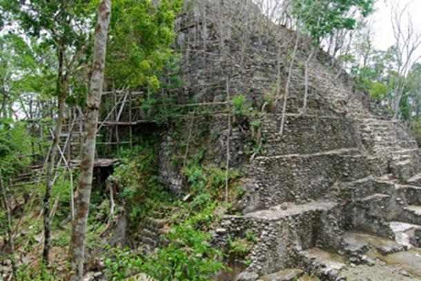 Restos de una pirámide en El Mirador (Gallice, G / CC BY 2.0)