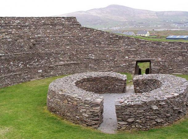 """Piedra de Ringfort , """"Anillo de Kerry"""" en Irlanda. (Francis Bijl / CC BY 2.0 )"""