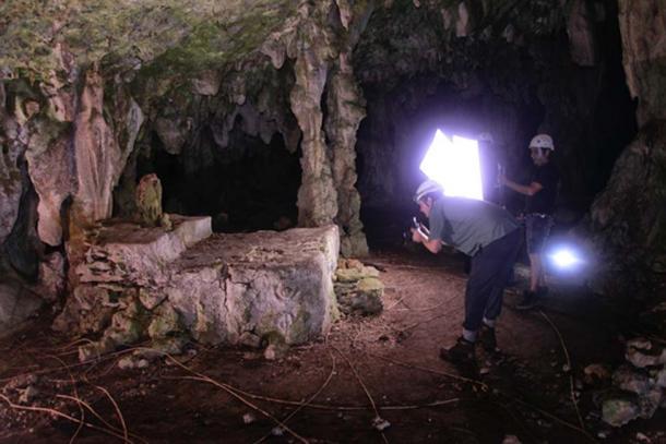 Ritual alterado encontrado en la cueva. (Karla Ortega / GAM Project)