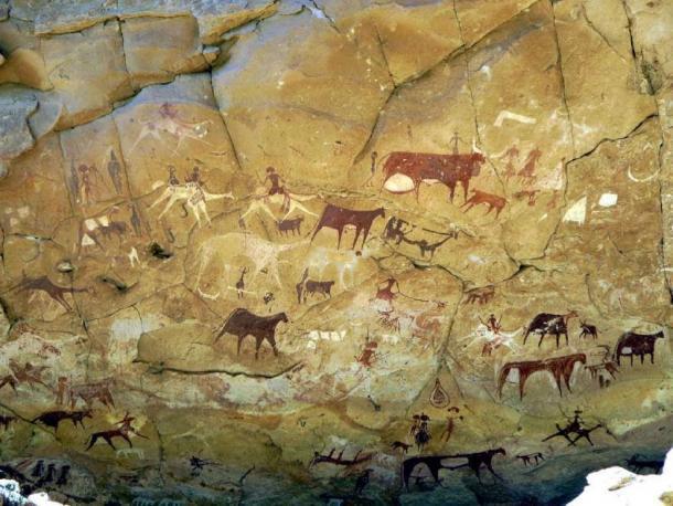 Este arte rupestre en el norte de África data de numerosos períodos y es significativo porque muestra la cultura de los humanos antiguos. (SteveStrummer / CC BY-SA 2.0)