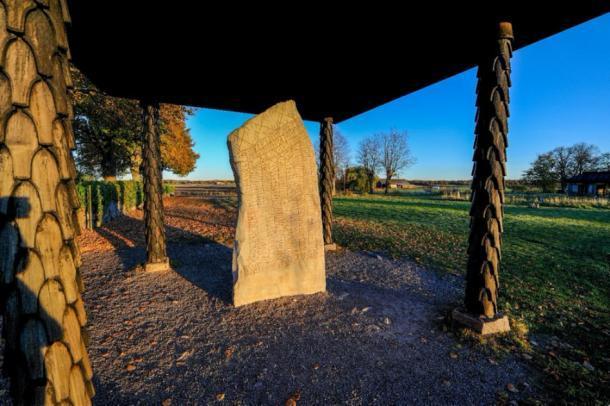 La piedra Rök: la piedra rúnica más famosa de Suecia. Crédito: rolf_52/ Adobe Stock