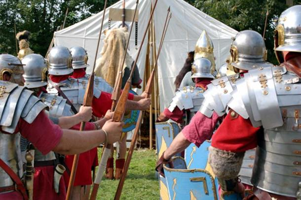 Romanos en el campamento de marcha preparándose para la batalla. (Ludovic LAN / Adobe)