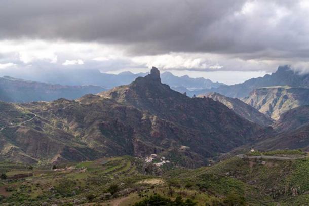 Roque Bentayga, Gran Canaria, visto desde la distancia. Crédito: Ioannis Syrigos
