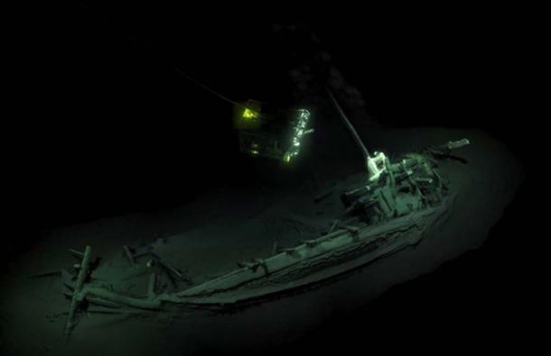 Imágenes de ROV visitando el anterior naufragio intacto más antiguo conocido, encontrado en el fondo del Mar Negro. Fuente: Black Sea Map / EEF Expeditions