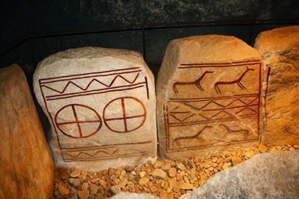 Ruedas solares encontradas en una tumba de la Edad de Bronce dentro del mojón de Kivik, Suecia. (Schorle / CC BY SA 3.0)