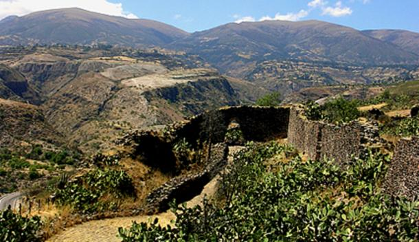 Ruinas de Huari (Wari) en Ayacucho, Perú. (Peru Tours de Aventura)
