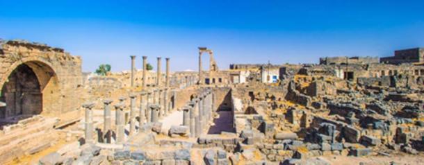 Ruinas romanas al norte de la ciudadela, Bosra, Siria. (siempreverde22 / Adobe Stock)