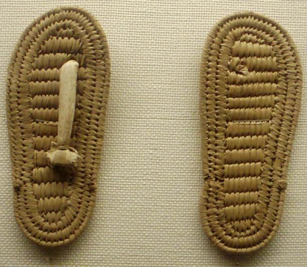Sandalias de papiro hechas para un niño. XVIII dinastía, Egipto (CC por SA 3.0)