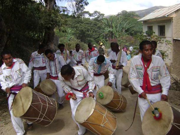 Un grupo de jóvenes del grupo Movimiento Cultural Saya Afroboliviana actuaron en la comunidad Dorado Chico. (Alejandro Fernández Gutiérrez / CC BY-ND 2.0)
