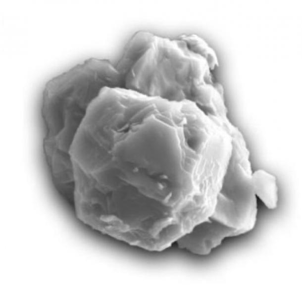 Micrografía electrónica de barrido de un grano de carburo de silicio presolar fechado. El grano es de ~ 8 micrómetros en su dimensión más larga. (Imagen cortesía Janaína N. Ávila.)
