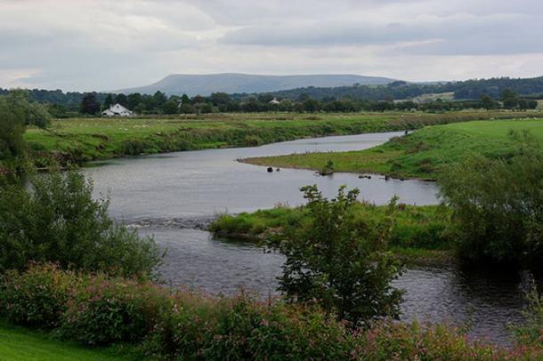 Se animó a los niños a desenterrar la plata vikinga en el río Ribble. (Andrew Mathewson)