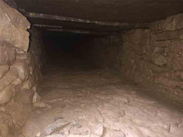 Otra sección del túnel de la abadía de Gales que se encontró recientemente debajo de la abadía de Tintern, Gales. (Distribución de energía occidental)