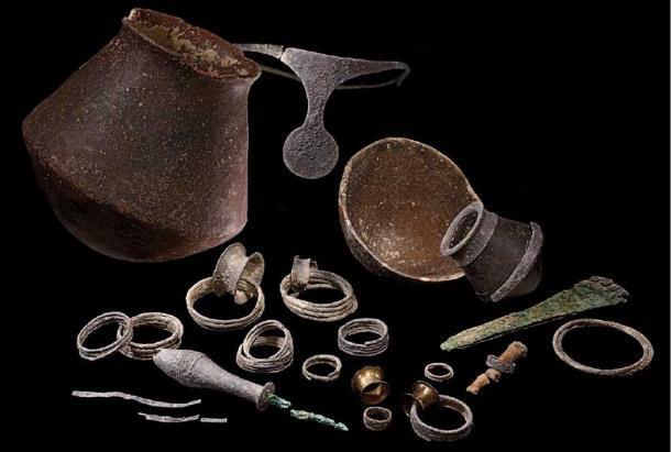 Una selección de ajuar funerario. (crédito: JA Soldevilla, cortesía del Grupo de Investigación Arqueoecologia Social Mediterránea, Universidad Autónoma de Barcelona / Antiquity Publications Ltd)