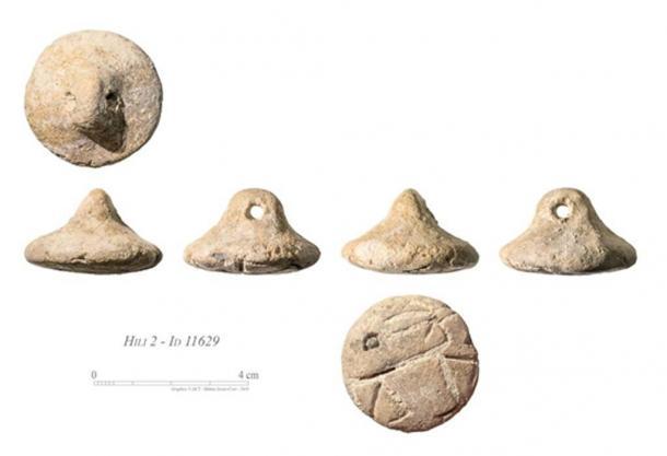Sellos de arcilla - uno con el grabado de una gacela. (Departamento de Cultura y Turismo - Abu Dhabi)