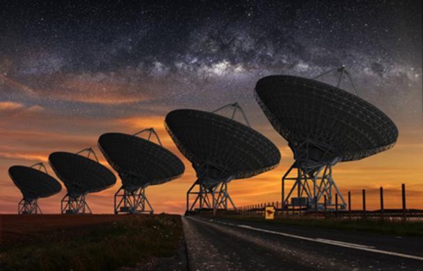 Telescopio SETI de noche. (sdecoret / Adobe Stock)