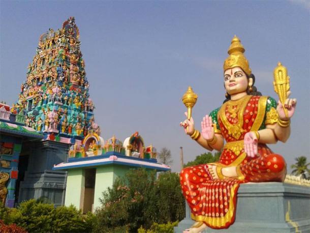 Lord Shiva Temple Gopuram en Kanipakam, Distrito Chittor, Andhra Pradesh (Adityamadhav83 / CC BY-SA 3.0)