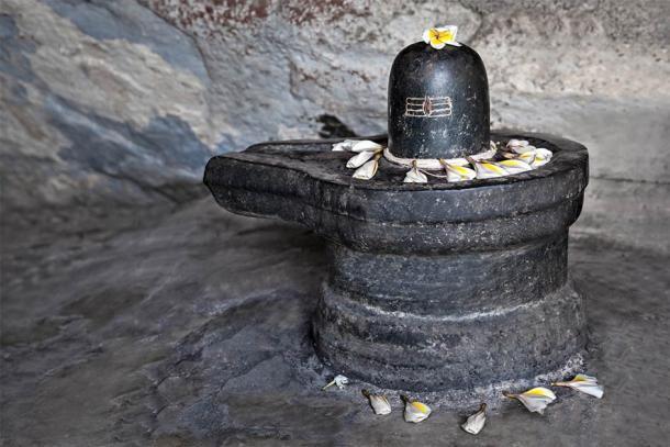 Ejemplo de un lingam de Shiva (saiko3p / Adobe Stock)