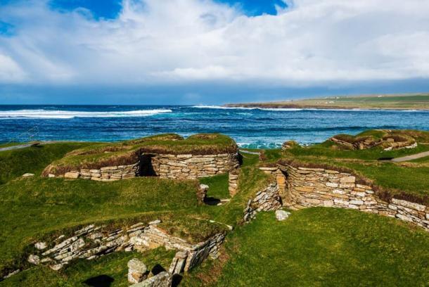 El sitio de Skara Brae en las Islas Orcadas está a solo 200 metros (200 yardas) del sitio recién descubierto en la bahía de Skaill. (XtravaganT / Adobe Stock)