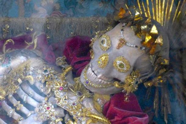 Esqueleto de la catacumba de San Inocencio. (Neitram / CC BY-SA 4.0)