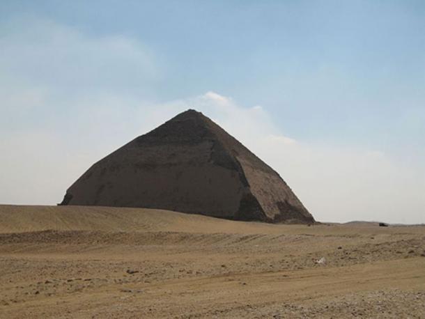 La pirámide doblada de Sneferu es una de las pirámides más antiguas de Egipto con 4600 años. (CC BY 2.0)