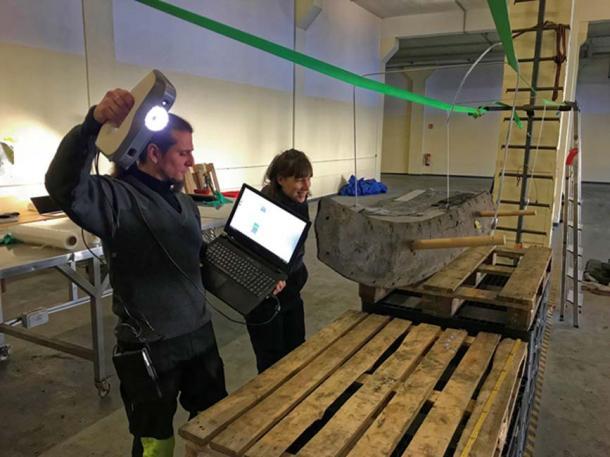 Algunos de los maderos del naufragio vikingo fueron escaneados en sus costados, mientras que otros, debido a la excesiva flexión fueron colocados de plano. (Landesamt für Kultur und Denkmalpflege Mecklenburg-Vorpommern)