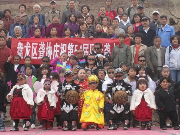 Personal y visitantes del Reino de los Pequeños, Kunming, China, 2011. (Blorg / CC BY-SA 4.0)
