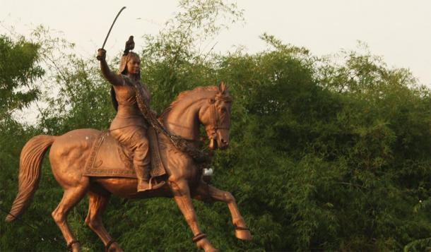 Estatua de Kittur Rani Chennamma. (Naveen Roy / CC BY NC ND 2.0)