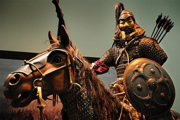 Estatua de Genghis Khan, el emperador que ordenó muchos genocidios, a caballo en la batalla. (William Cho / CC BY-SA 2.0)
