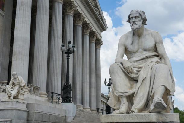 Estatua de Tucídides fuera del Parlamento austríaco. (SianStock/ Adobe)