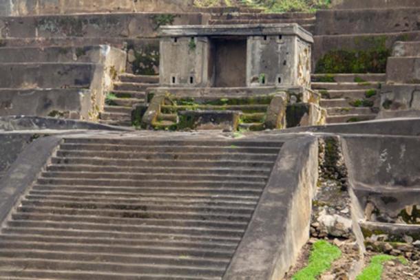 Pasos de la estructura piramidal principal de Tazumal (Bede / Adobe Stock)