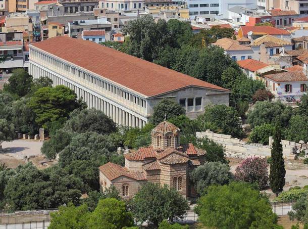 Una vista de la Estoa de Atalo desde la colina de la Acrópolis de Atenas. (A.Savin (Wikimedia Commons WikiPhotoSpace) / CC BY-SA 3.0)