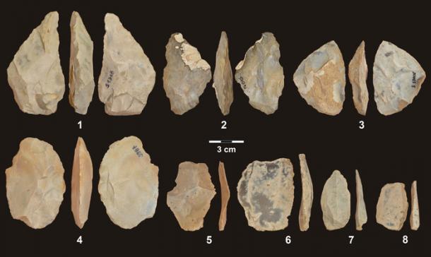 Herramientas de piedra encontradas en la cueva de Stajnia en Polonia. (Andrea Picin)