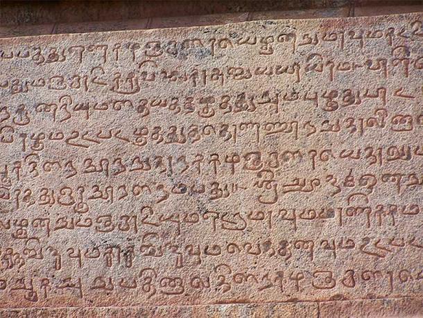 Inscripción tamil antigua en las paredes del templo Thanjavur Brihadeeshwarar en India. (Symphoney Symphoney / CC BY 2.0)
