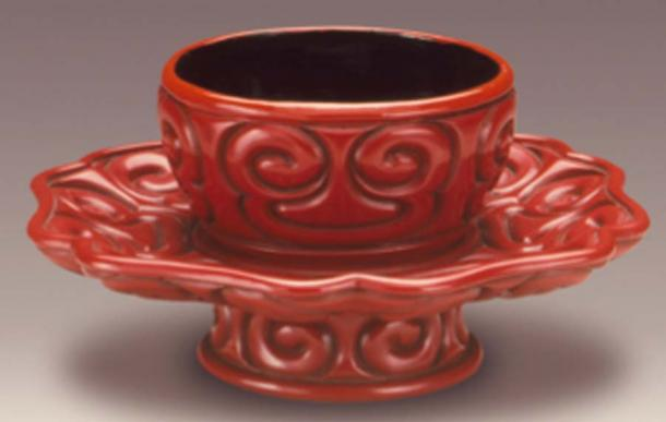 Taza de principios de la dinastía Ming, representación de artefactos encontrados en la destilería medieval. (Fæ / Dominio público)