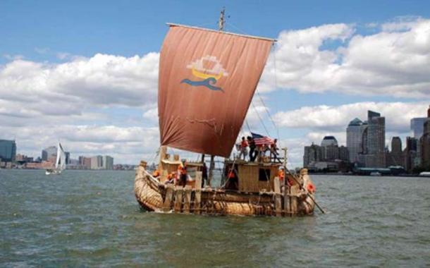 El Abora IV fue construido para parecerse al famoso barco de caña Ra II. (abora.eu)